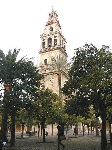 Původně minaret od mešity. Dnes věž katedrály