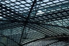 Každý ze 4000 skel na střeše má jinou velikost