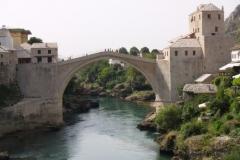 Nově postavený most přes řeku Neretvu