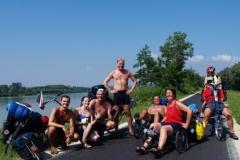 Zleva: já, američanka, Karel, Roman, němečtí manželé na tříkolkách a další američan na lehokole