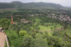 Pohled z nedobytné pevnosti na okolí.