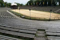 Ještě prázdná aréna