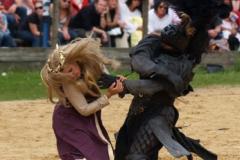 Bohužel rytíři byli silnější a unesli ji.