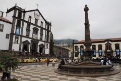 Kostel a náměstíčko v Monte