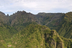 Vyhlídka na nejvyšší vrcholky Madeiry - Balcoes u Riberio Frio