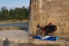 Spaní pod mostem u Spilimberga