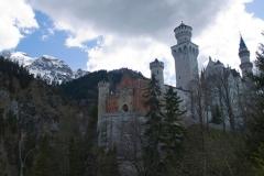 Neuschwanstein a horská scenerie