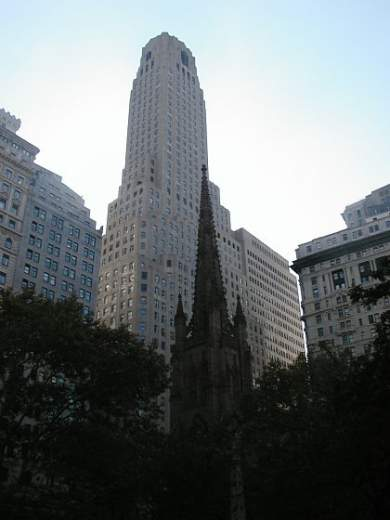 Bank of New York Bld. a Trinity Church