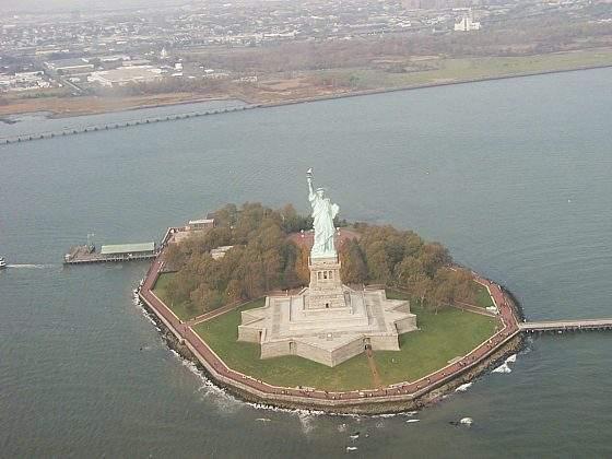 Socha Svobody z vrtulníku