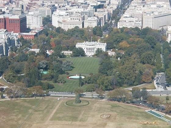 A také Bílý dům z Washington Memorial