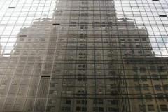 Chrysler Building v odražené skleněné budově