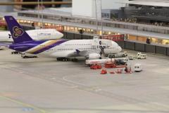 Letiště - nechybí ani cedule co, kdy odlétá