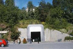 Vstup do největší víceúčelové haly v podzemí na světě(město Gjovik)