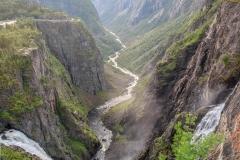 2 mohutné vodopády vedle sebe. Ten vlevo měří 150 metrů, ten vpravo 300 metrů
