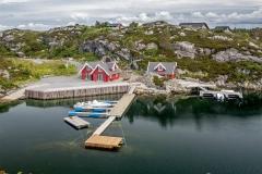Malebné domečky u pobřeží