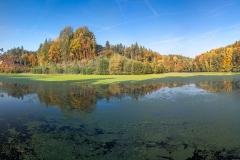 <!--:cs-->Panorama hradu kost a bílého rybníka<!--:--><!--:en-->Panorama of the Kost Castle<!--:-->