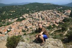 Pohled z kopce na vesničku La Garde-Freinet