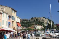 Městečko Cassis s hradem