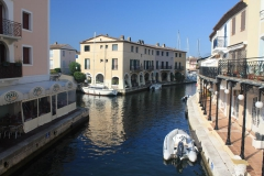 Port Grimaud postavené na vodě jako benátky