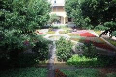 Městeško Arles a zahrada, kde maloval Van Gogh