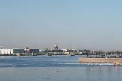 Řeka Něva s plovoucími kry