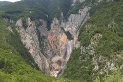 Mohutný vodopád Boka