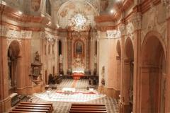 Uvnitř kostela Zvěstování Páně