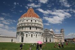 Město Pisa a náměstí Piazza dei Miracoli