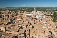 Výhled z věžě na Sienu