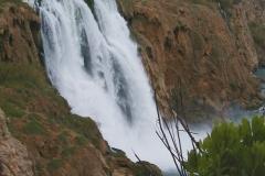 V blízkosti našeho hotelu byl vodopád.