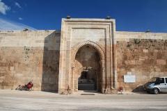 """Ve městě Pazar (česky """"Neděle"""") je Mahperi Hatun Keravansarayi z roku 1238."""