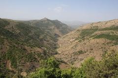 Stoupání do hor a pohled do údolí, kterým jsem projížděl.