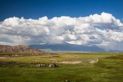 Velký Ararat vlevo (5 137 m) a Malý Ararat vpravo (3 896 m).