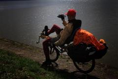 Jurimír fotící u Nyského jezera